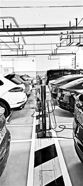 部分停车场充电车位仍被燃油车霸占